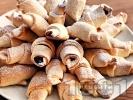 Рецепта Бързи и лесни кифлички с мармалад и орехи от готово тесто